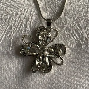 Flower Necklace with earrings.